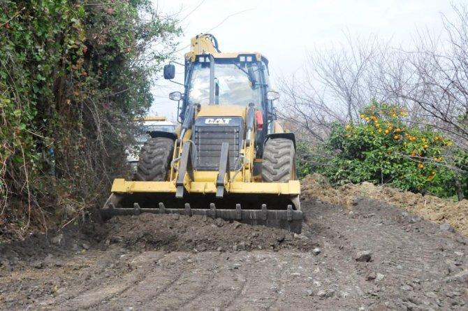 Büyükşehir Belediyesi, Samandağ'da yol çalışması yapıyor