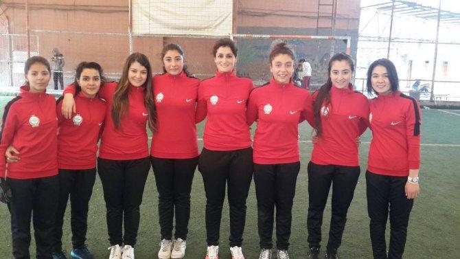 Hatay'ın ilk kulüp düzeyinde bayan hentbol takımı Erzin'de kuruldu