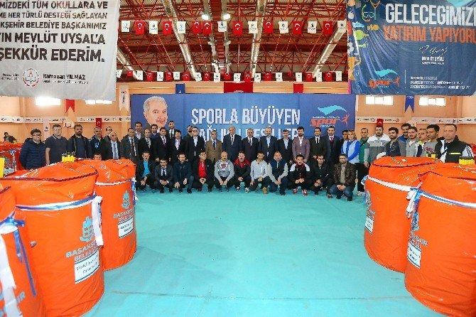 Başakşehir Belediyesi 55 Okula Spor Malzemesi Yardımı Yaptı