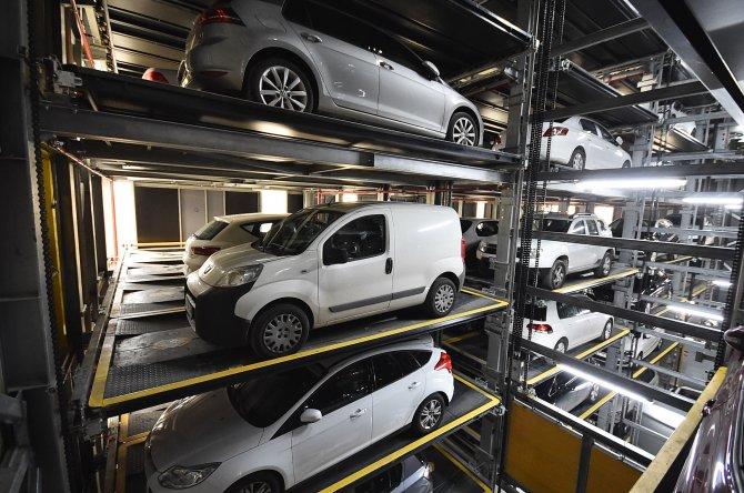 İzmi'deki tam otomatik otoparkı geçen sene yaklaşık 109 bin araba kullandı
