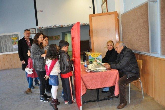 Milas'ta 'Ayı Yogi' Oyunu Miniklerle Buluştu