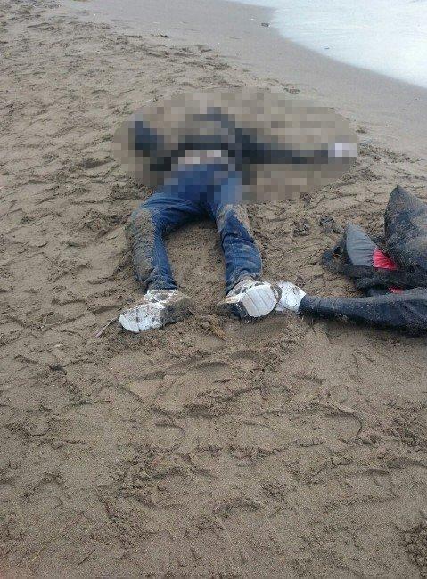 İzmir'de Biri Çocuk İki Kişinin Cesedi Karaya Vurdu