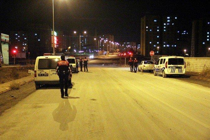 Dur İhtarına Uymayan Otomobile Polis Ateş Açtı