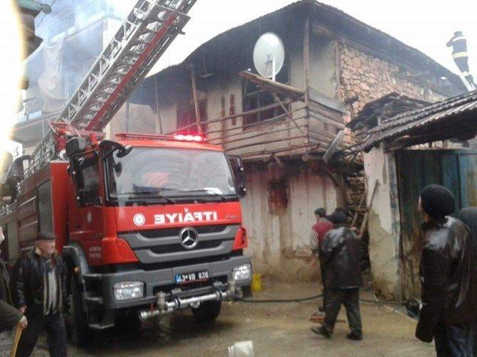 Kütahya'daki Ev Yangınında 1 Çocuk Hayatını Kaybetti