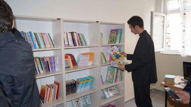 """OMÜ'den """"Kütüphanesiz Köy Okulu Kalmasın"""" Projesi"""