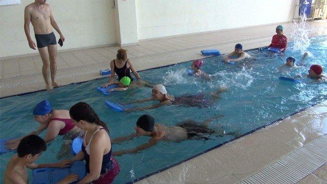 Özel Çocuklar Yüzme Ve Jimnastikle İyileşiyor