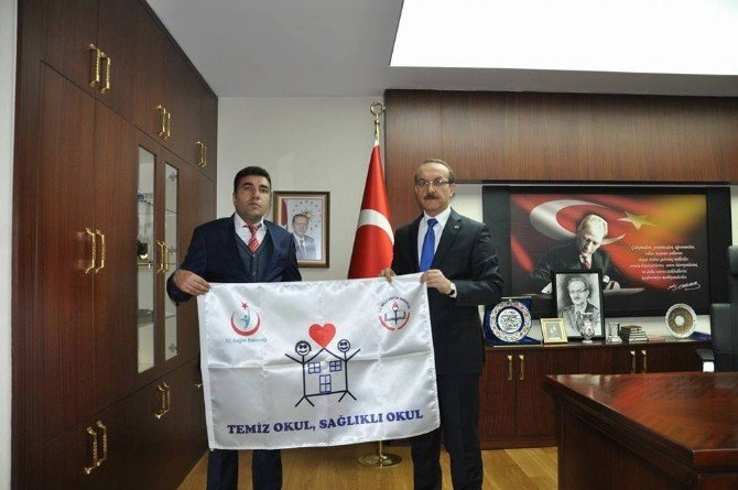 Beyaz Bayrak Alan Okul İdarecileri Tebrik Edildi