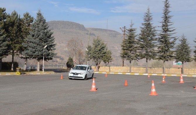 Polislere 'defansif ve ileri sürüş eğitimi' verildi