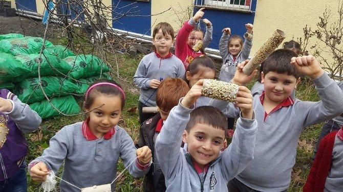Fatsa'da Öğrencilerden Kuşlara Yem