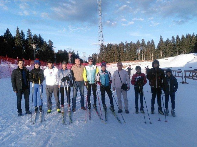 Ordulu Kayakçılar Kayaklı Koşu Yarışlarına Katıldı