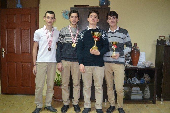 Satranç Şampiyonasında Madalyaları Topladılar