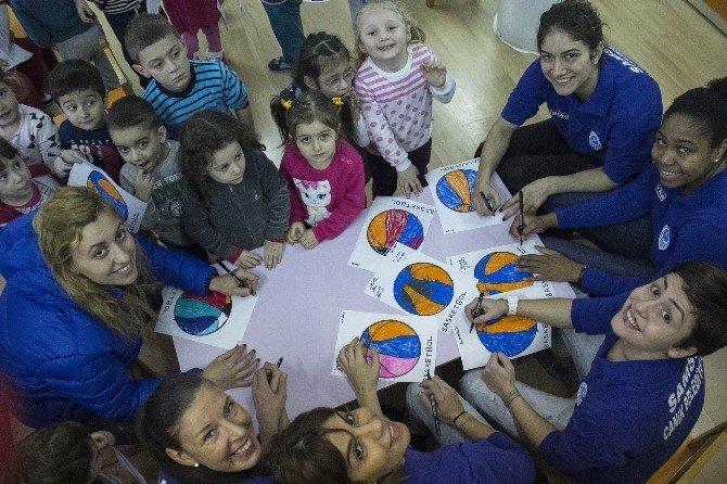 Bayan Basketbolculardan Renkli Ziyaret