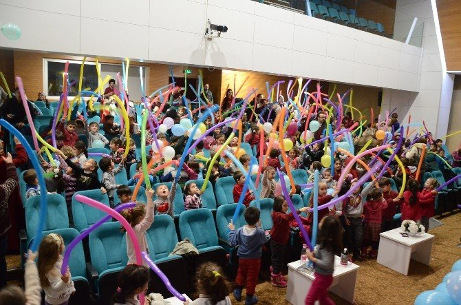 Minikler Tiyatro Günleri'nde Balon Şenliği Yaşadı