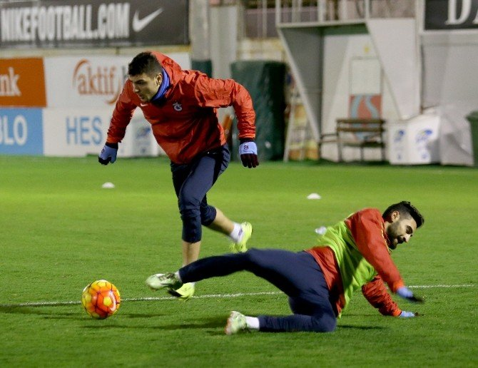 Trabzonspor'da Cardozo Ve Douglas Antrenmana Katıldı