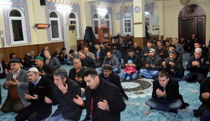 Besni'de, Kalp Krizi Geçiren Polis Memuru İçin Mevlit Okutuldu