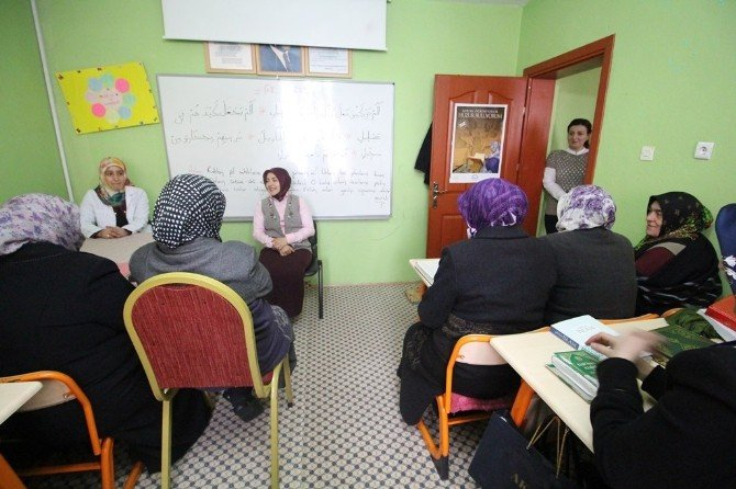 Vali Eşi Tuba Işın Kur'an Kursu'nu Ziyaret Etti