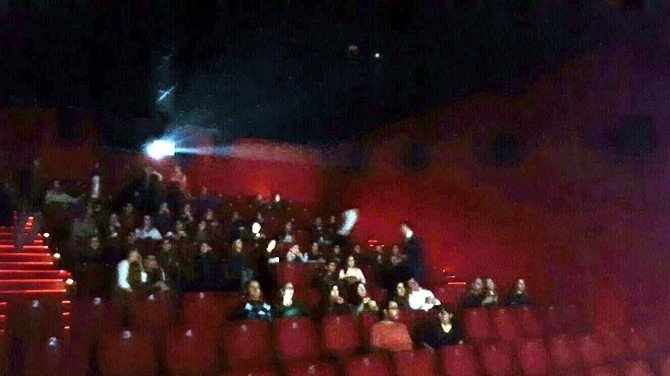 AK Gençler, Çocuk Evi Sakinlerini Sinemaya Götürdü
