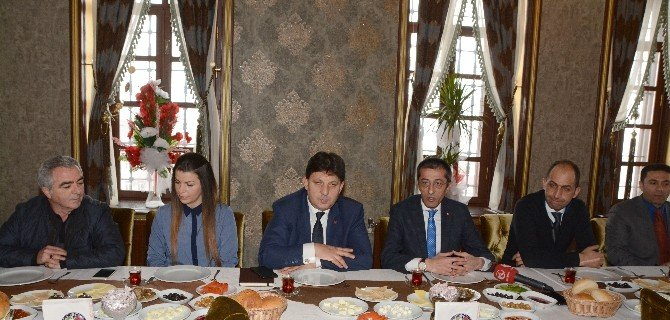 AK Parti İl Başkanı Yeşilyurt Basın Mensupları İle Kahvaltıda Buluştu