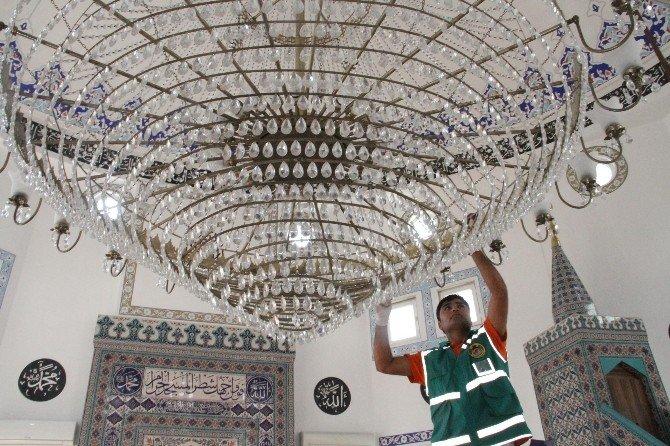 Alanya Belediyesi Cami Ve Mescitleri Temizlemeye Devam Ediyor