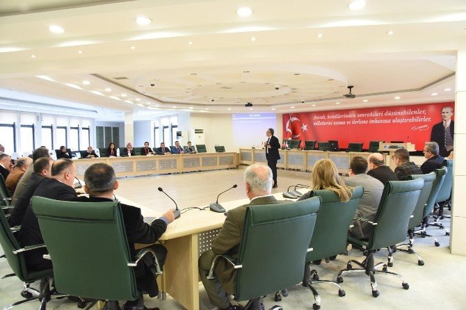 Alanya'da Belediye Birim Amirlerine İletişim Semineri