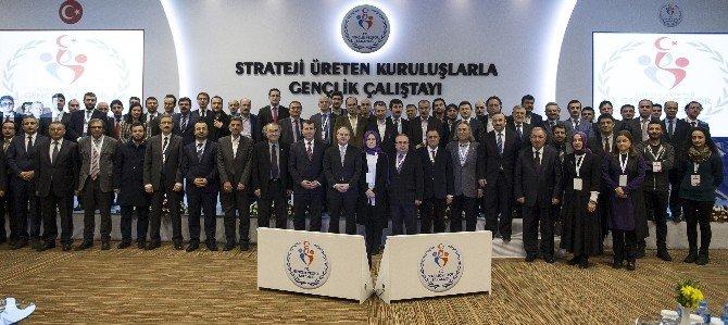 Bakan Çağatay Kılıç Gençlik Çalıştayı'nda Konuştu: