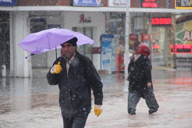Bolu'da Kar Yağışı Etkili Oldu