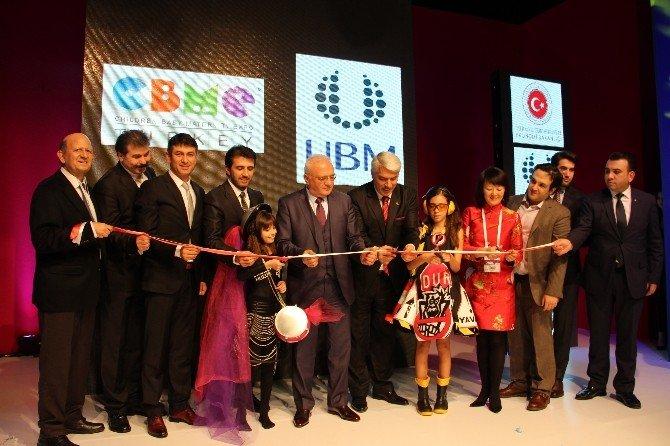 Ekonomi Bakanı Elitaş, İstanbul Anne Bebek Çocuk Ürünleri Fuarı'nı Çocuklarla Açtı