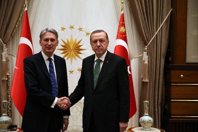Cumhurbaşkanı Erdoğan, Birleşik Krallık Dışişleri Bakanı Hammond'u Kabul Etti