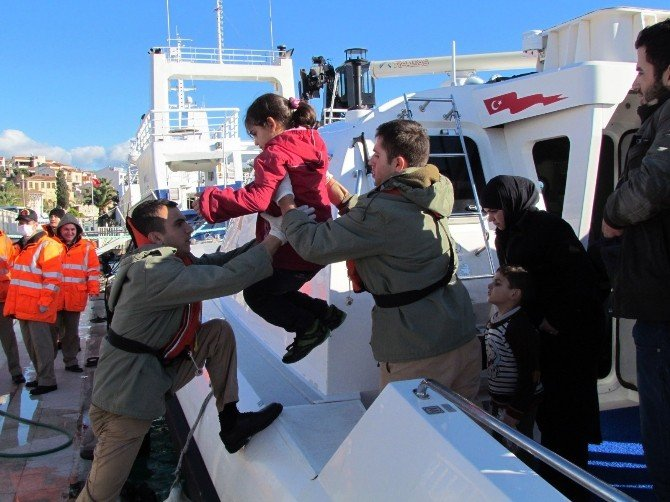 Çeşme'de 235 Sığınmacı Son Anda Kurtarıldı