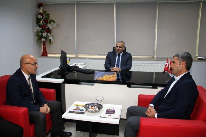 Vali Zorluoğlu, yerel gazete yöneticileri ile bir araya geldi