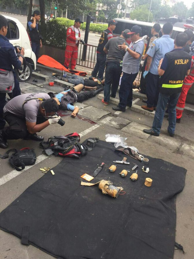 IŞİD'in üstlendiği Cakarta'daki saldırılarda son bilanço: 7 ölü, 24 yaralı