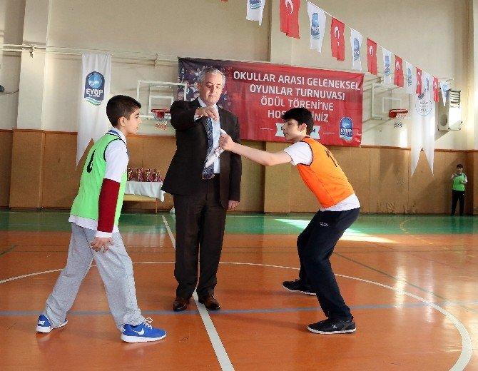 Eyüp'te Düzenlenen Geleneksel Sokak Oyunları Renkli Görüntülere Sahne Oldu