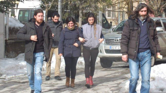 Bildiriye imza attığı gerekçesiyle gözaltına alınan okutman serbest