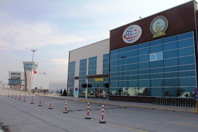 Iğdır Havalimanı'nı 212 Bin 851 Yolcu Kullandı