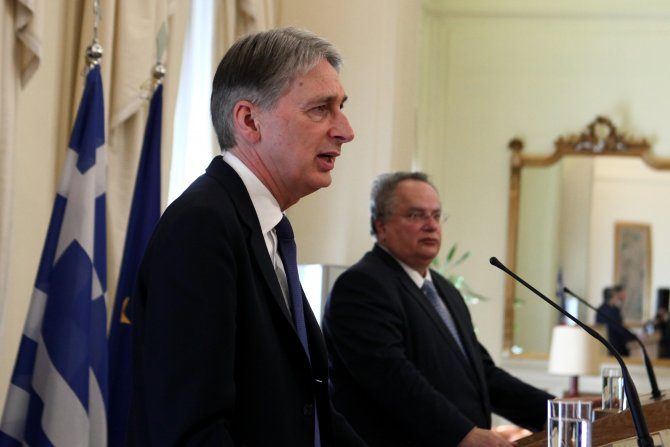 İngiltere Dışişleri Bakanı Atina'da