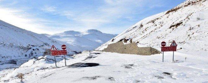 Kar Ve Tipi Nedeniyle Yolu Kapalı Olan Köye, İzne Gelen Asker Kar Üstü Aracıyla Götürüldü