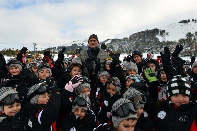 Yakutiye Belediyesi Erzurum'un Çocuklarına Kayak Öğretiyor