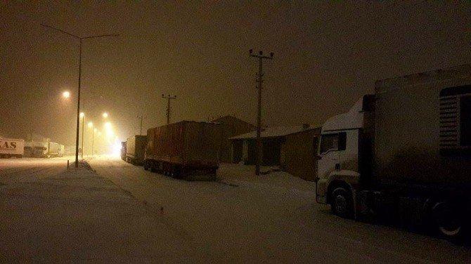 Erzurum'da Lodos Ve Kar
