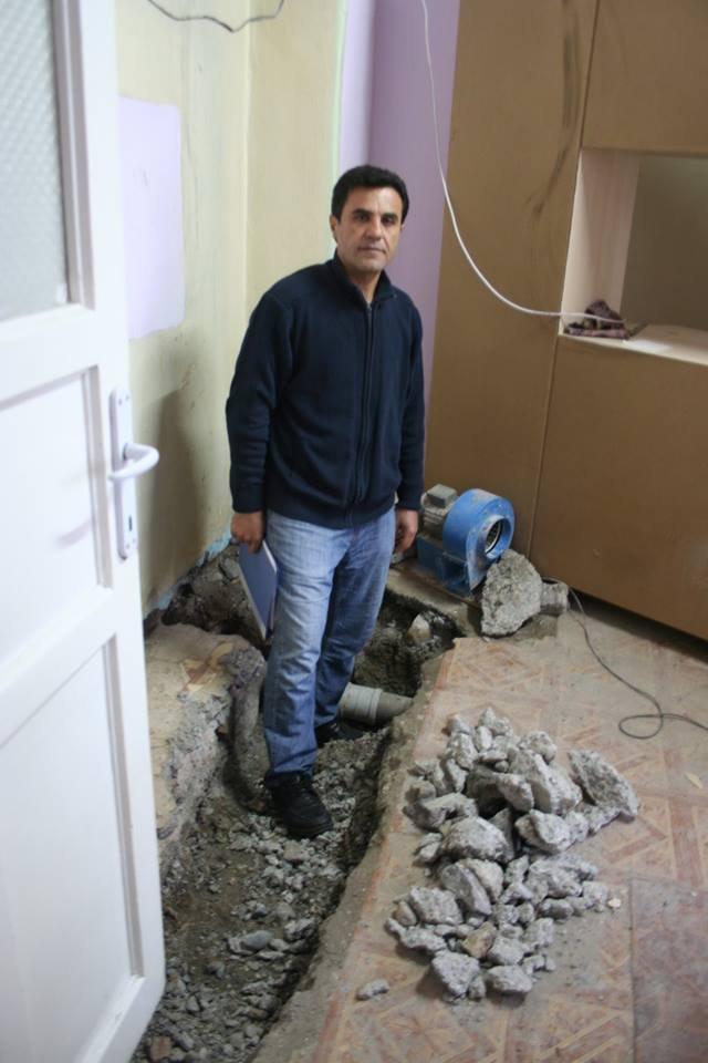 Kanalizasyon arızasından evini böcek basan aile akrabalarına sığındı