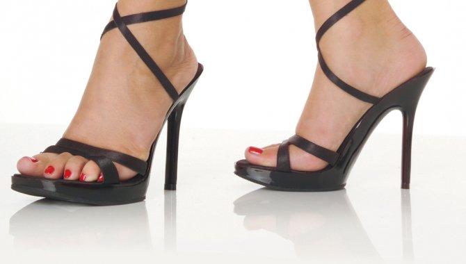 Yüksek topuklu ayakkabı bel fıtığına yol açabilir
