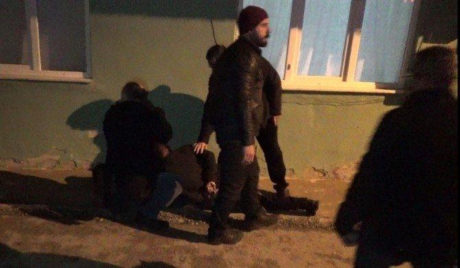 Bursa'da Uyuşturucu Tacirlerine Linç Girişimi, Polis Havaya Ateş Açtı...