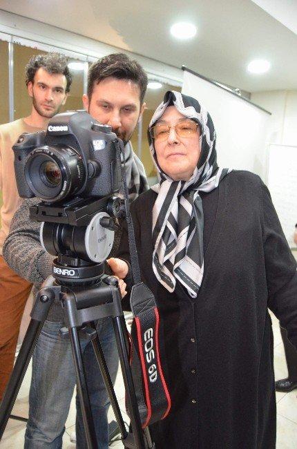 Kızının Kına Gecesinde Bayan Kameraman Bulamayınca Kamera Çekimini Öğrenmeye Karar Verdi
