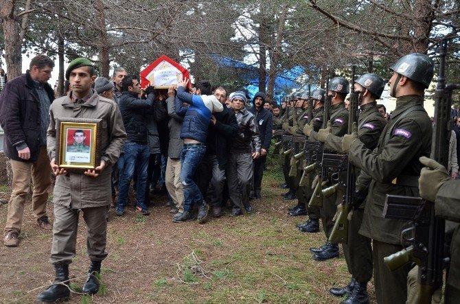 Ameliyatta Hayatını Kaybeden Asker Toprağa Verildi
