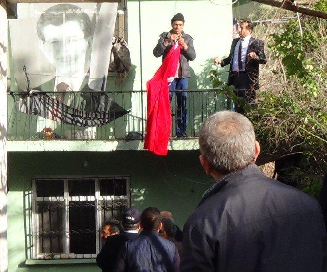 Şehit Polisin Baba Ocağına Ateş Düştü