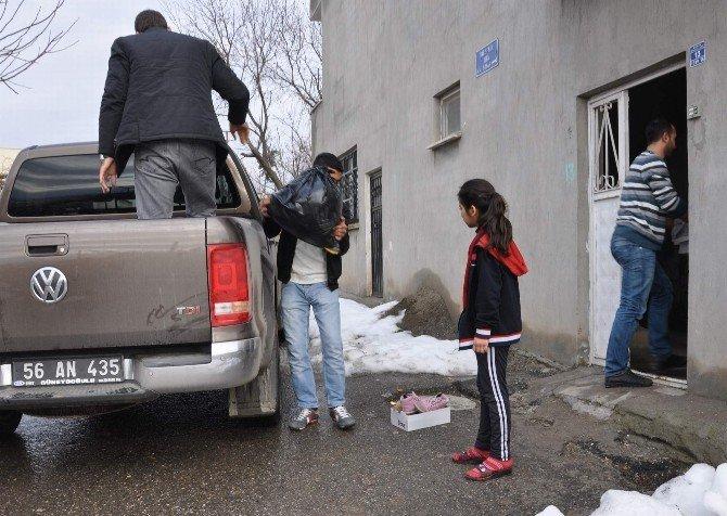 Cizre'den Siirt'e Göç Eden Ailelere Yardım