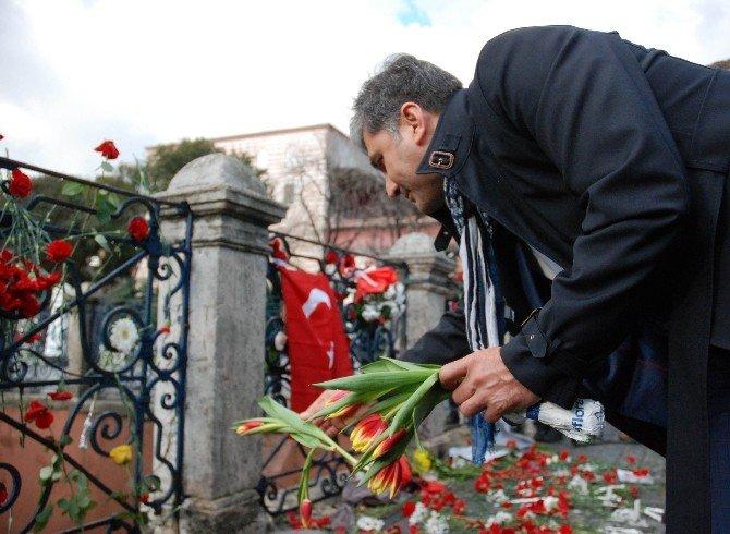 Sultanahmet Meydanı'nda Anmalar Devam Ediyor