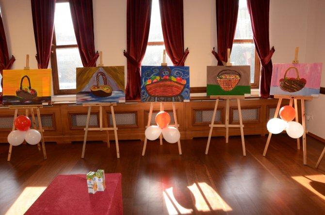 Tarihi Belediye Binası'nda görsel sanatlar sergisi açıldı