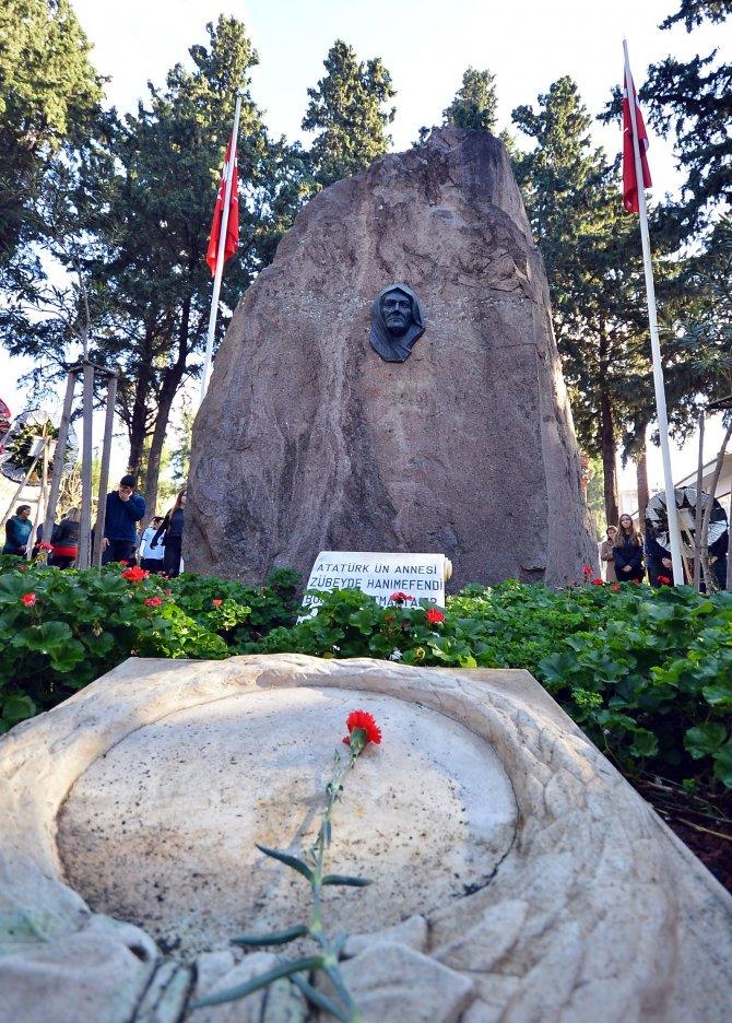 İzmirliler Zübeyde Hanım'ı andı