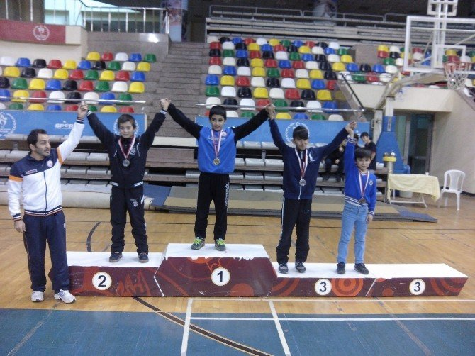 Güreşin İstanbul İl Şampiyonu Şair Erdem Bayazıt Orta Okulu Oldu