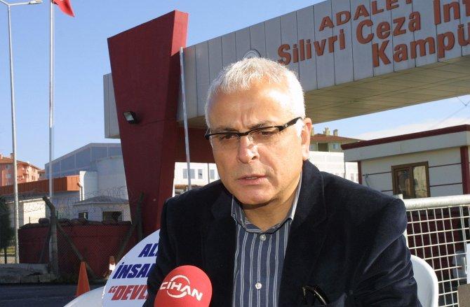 Gazeteci Yanardağ: AKP ve Erdoğan Türkiye'de zorbalık rejimi kurmaya çalışıyor